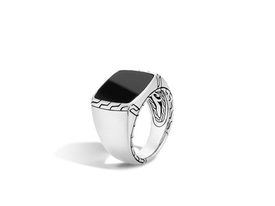 Cropped product listing classic chain signet ring