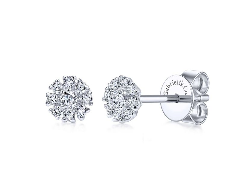Cropped product page diamond stud earring