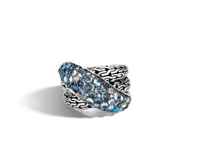Cropped product listing classic chain overlap ring with mixed blue
