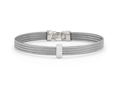 Cropped product listing classique bangle with diamonds