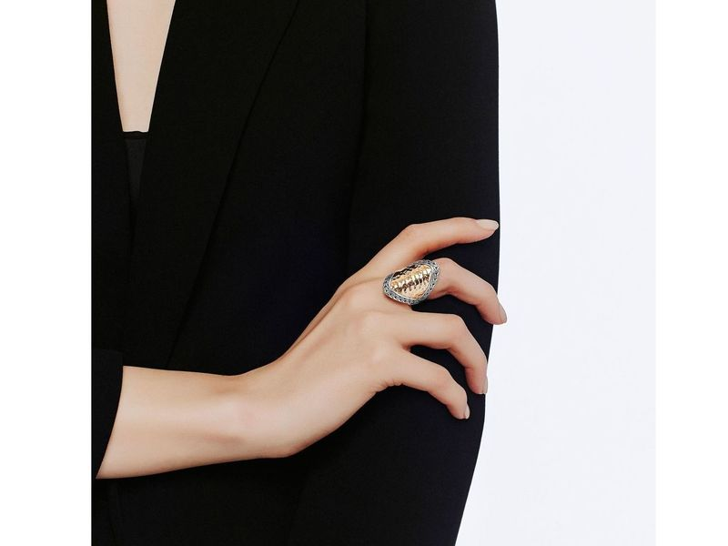 Cropped product page classic chain collection hammered saddle ring