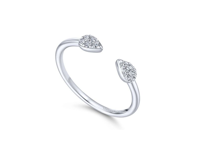 Cropped product page diamond fashion ring
