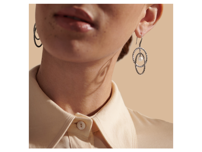 Cropped product page classic chain drop earring with freshwater pearl